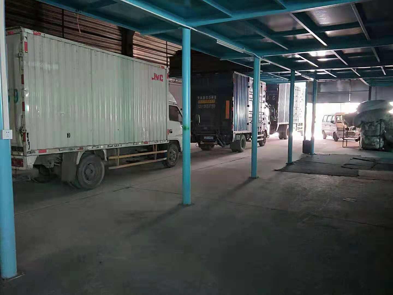 工廠3臺大型貨車
